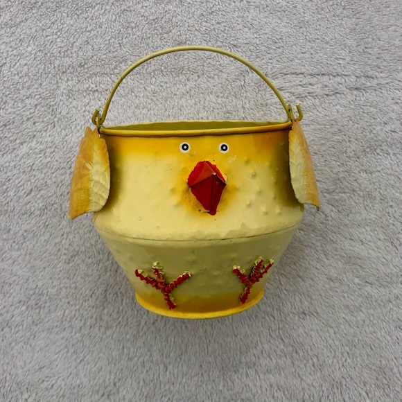 Funky Chicken Easter Basket W/Handle Metal